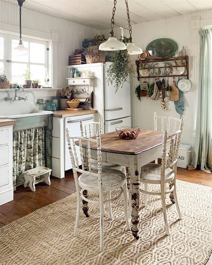 rustic farmhouse dining room