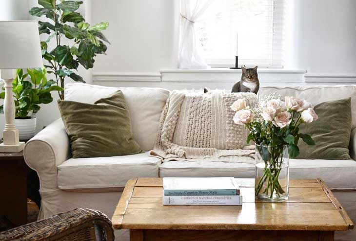 coffee table decor with table books and fresh flowers