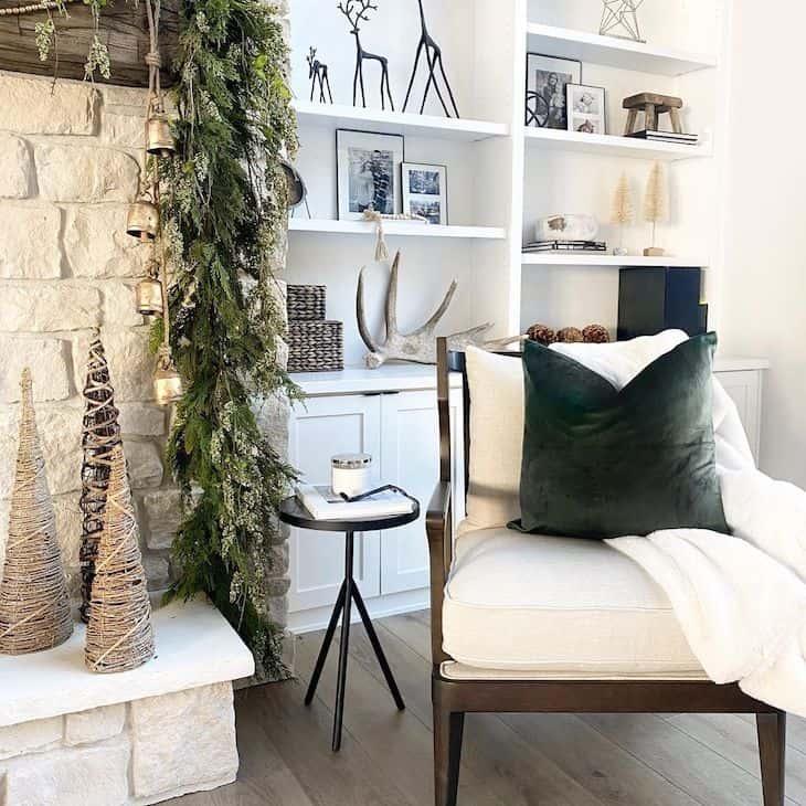 Built-ins with Christmas decor
