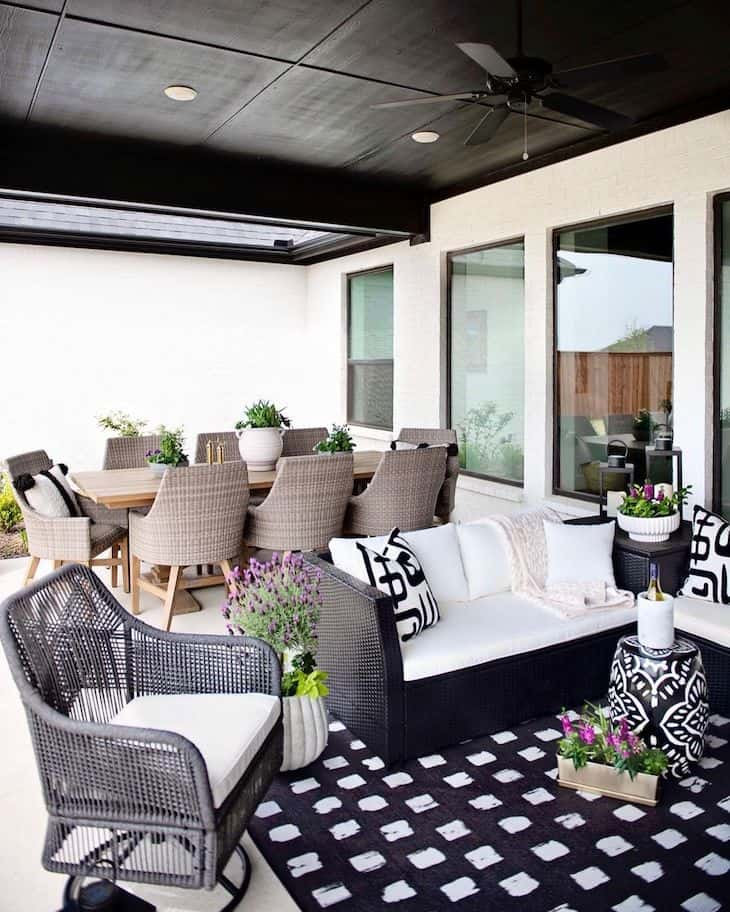 Black and white moroccan style patio decor with outdoor dining space