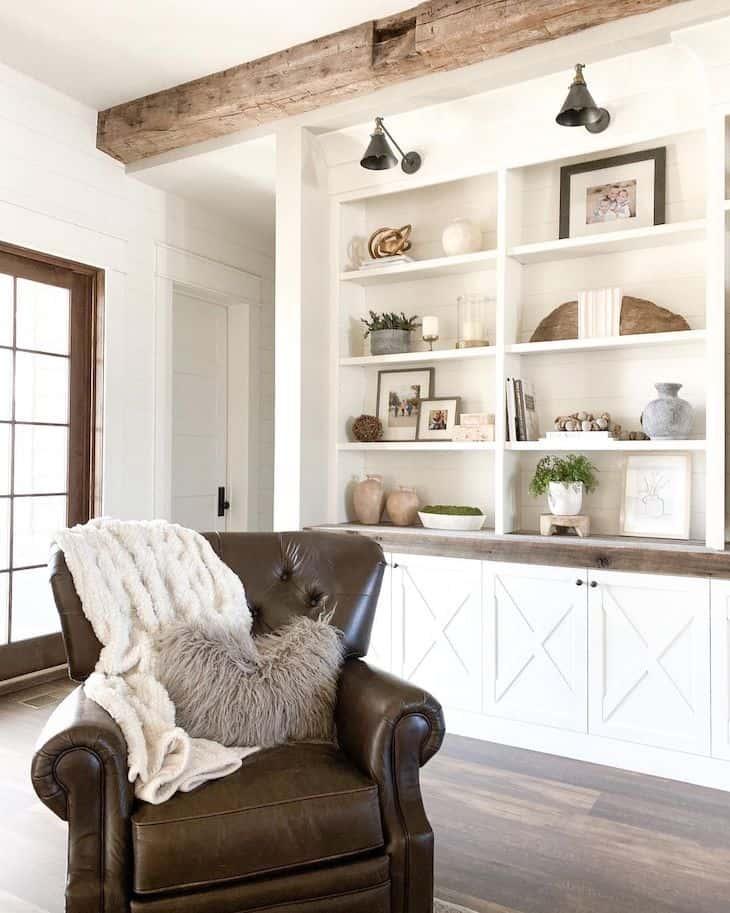 built-ins shelf decor