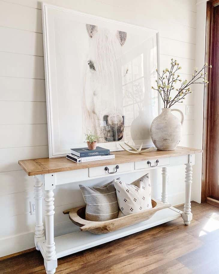 White console table decor