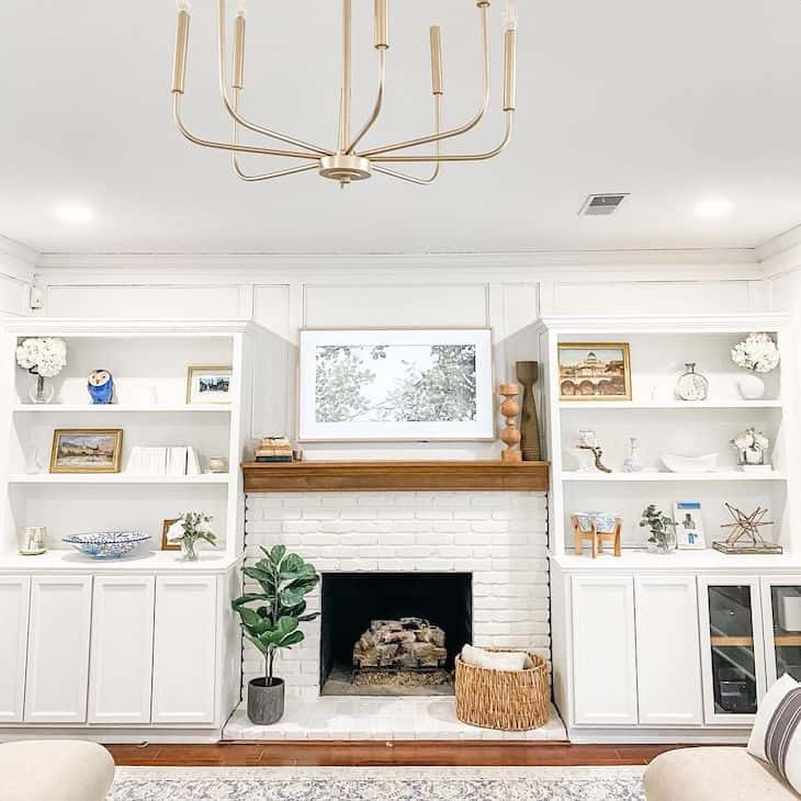 Alabaster white walls and built-ins